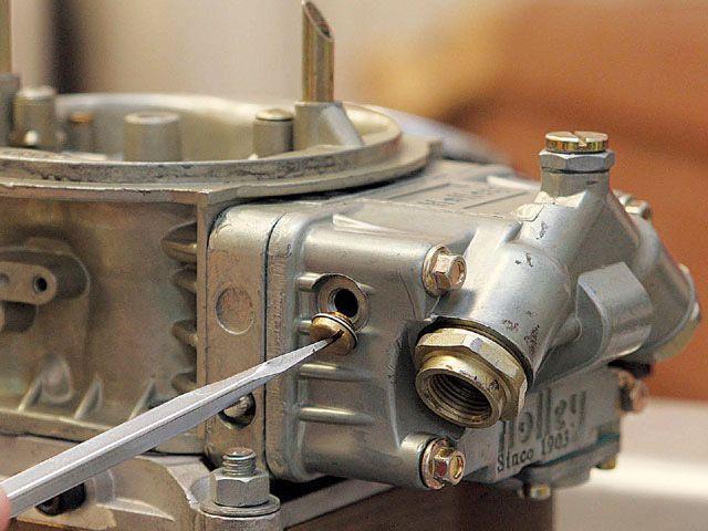 почему карбюратор на триммере переливает бензин